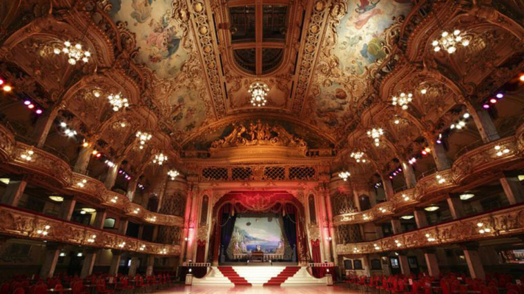 PJM CAROUSEL IMAGES_0000s_0000_1024px-Blackpool_Tower_Ballroom_revisited_7636143384-785x486